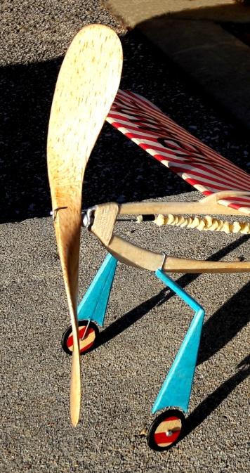 Bow-Legged Sailor prop & landing gear - by Jeff Nisley
